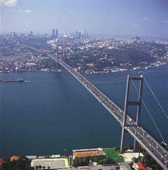 El puente del Bósforo en Estambul (Turquía)