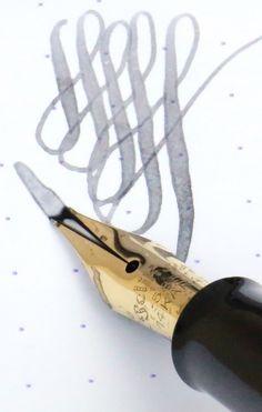 Vintage-Pelikan-400-KM-Kef-Flexible-Nib-Black-Striated-Celluloid-Gold-Fountain-Pen-3