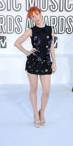 Hayley Williams Full Body | Hayley Williams of Paramore on the red carpet at the 2010 MTV Video ...