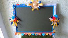 Linda lousa para personalizar a entrada do seu arraiá ou para dar destaque e diferencial em sua barraca de festa junina. Este produto pode ser confeccionado em outras cores.