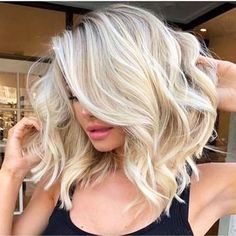 Wanna make your medium hair cuts more cute and bold? No need to search anymore techniques because we have collected here fantastic ideas of blonde hair colors for medium length haircuts in year Blonde Hair Shades, Blonde Lob Hair, White Blonde Hair, Highlights For Blonde Hair, Wavy Lob, Bleach Blonde Hair, Light Blonde Hair, Blonde On Blonde, Blonde Hair For Summer