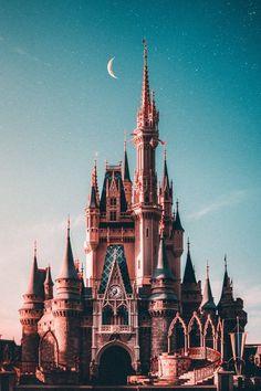"You No Longer Have to Plan a Full Day at Disney World Thanks to ""Mid-Day Magic Tickets"" Related posts:""Frozen"": Olaf bekommt einen eigenen Fondos de pantalla de Disney para personalizar tu WALLPAPERS. Cute Disney, Disney S, Disney Magic, Disney Movies, Disney Parks, Walt Disney World, Disney World Castle, Disney Phone Wallpaper, Cartoon Wallpaper"