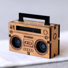 Collar de madera Boom Box por bRainbowshop en Etsy, $60.00