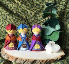 Three Wise Men Peg Gnomes For Waldorf Nature Table and Play   Etsy Nativity Peg Doll, Nativity Stable, Three Wise Men, Nature Table, Christmas Projects, Christmas Ideas, Wooden Pegs, Christmas Nativity, Needle Felting