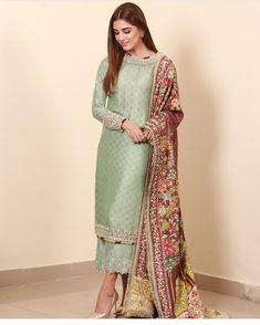 8 Fabulous Ways To Wear Your Bridal Lehenga Again Pakistani Formal Dresses, Pakistani Wedding Outfits, Pakistani Fashion Casual, Pakistani Dress Design, Indian Fashion Trends, Designer Party Wear Dresses, Kurti Designs Party Wear, Party Wear Indian Dresses, Dress Indian Style