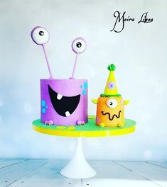 Thirteen awesome monster birthday cake designs, including impressive designs by professionals and a handful that novice bakers can totally pull off. Great inspiration for your little one's monster birthday party. Monster Smash Cakes, Monster Birthday Cakes, Monster 1st Birthdays, 4th Birthday Cakes, Monster Cupcakes, Monster Birthday Parties, Monster Party, Boy Birthday, Monsters Inc