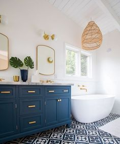 Relaxing Bathroom Ceiling Lights Ideas For Cozy Bathroom To Try - Bathroom Ideas Design Living Room, Design Room, Home Design, Modern Design, Bohemian Bathroom, Relaxing Bathroom, Parisian Bathroom, Eclectic Bathroom, Bathroom Ceiling Light