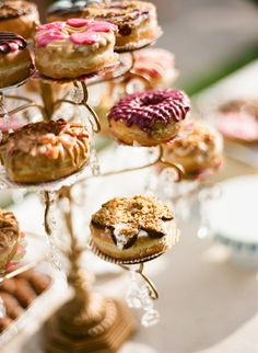 donuts instead of cake at a wedding what a brilliant idea!!!