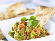 Leckerer Dipp mit mexikanischen Wurzeln! Guacamole - smarter - Kalorien: 142 Kcal - Zeit: 20 Min. | eatsmarter.de