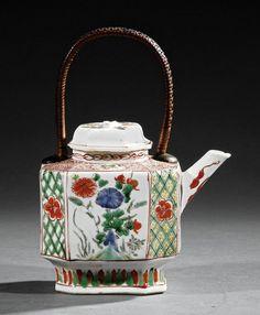 A Chinese Famille Verte Export Porcelain Teapot : Lot 44