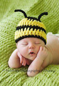 ideas crochet baby christmas hat newborns for 2019 Crochet Baby Boy Hat, Crochet Bebe, Baby Girl Hats, Newborn Crochet, Crochet Hats, Baby Christmas Hat, Baby Bumble Bee, Foto Newborn, Animal Hats