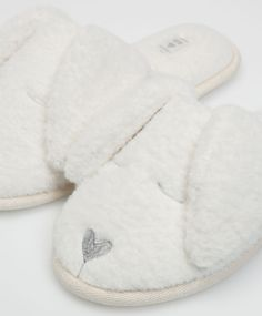 Bunny ears slippers - Slippers - Autumn Winter 2016 trends in women fashion at… Winter Slippers, Cute Slippers, Baby Girl Boots, Fashion Shoes, Fashion Accessories, Slipper Boots, Womens Slippers, Shoe Boots, Kids Outfits