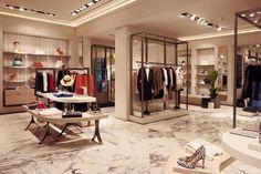 Великолепная планировка магазина одежды Uterqüe в Мадриде