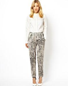 Chic silk printed pants.