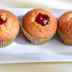 Briose cu capsuni - Lucky Cake Lucky Cake, Gem, Muffin, Breakfast, Food, Pastries, Morning Coffee, Essen, Jewels
