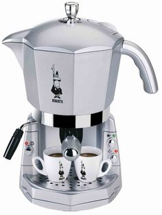 Bialetti Mokona is an automatic espresso machine. It is an espresso machine in the shape of the famous Moka Express. Cappuccino Maker, Espresso Maker, Espresso Coffee, Coffee Maker, Barista, Gelato, Bialetti Espresso, Machine Expresso, Nespresso Machine