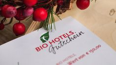 #Gutscheine für #Urlaub in den #BIOHOTELS Hotels, Christmas Ornaments, Fruit, Holiday Decor, Home Decor, Sustainable Gifts, Good Ideas, Gift Cards, Vacation