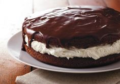 Giant Ganache-Topped Whoopie Pie Looking for a chocolaty dessert using Betty Crocker® SuperMoist® cake mix? Then try this luscious cake that's topped with ganache and filled with marshmallow creme. Cupcakes, Cupcake Cakes, Betty Crocker, Köstliche Desserts, Dessert Recipes, Chocolate Butter, Baking Chocolate, Chocolate Cake, Chocolate Stout