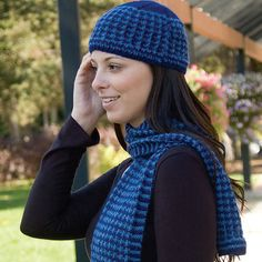 Houndstooth Hat & Scarf (DK154) by Susie Bonell  close  © Cascade Yarns