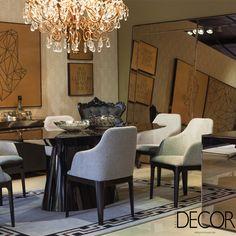 Espelhos ganham espaço na decoração, conferindo sofisticação e opulência.
