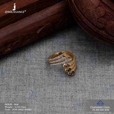 Tradition that never stops of wearing rings. Gold Chain Design, Gold Ring Designs, Gold Bangles Design, Gold Earrings Designs, Gold Jewellery Design, Gold Rings Jewelry, Jewelry Sets, Diamond Jewelry, Gold Finger Rings
