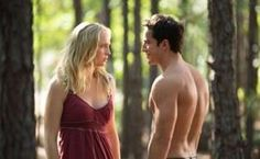 """Candice Accola as Caroline and Michael Trevino as Tyler/Klaus in """"Growing Pains,"""" the Season 4 premiere episode of """"The Vampire Diaries. Vampire Diaries Stefan, Vampire Diaries Season 5, Vampire Diaries Outfits, Vampire Diaries Cast, Vampire Diaries The Originals, Klaus Vampire, Tyler And Caroline, Caroline Forbes, Bonnie Bennett"""