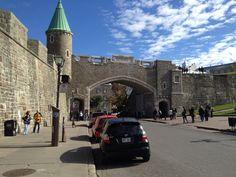 Québec is the only fortified city in North America north of Mexico, with close to 4.6 km of walls and imposing gates to explore. // À Québec, seule ville fortifiée au nord de Mexico, vous avez la chance de circuler sur ses murs et ses imposantes portes sur près de 4,6 kilomètres.