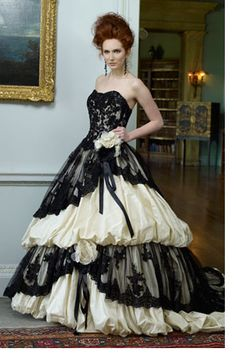I can always count on Ian Stuart to come up with wedding dresses I'd actually get married for. YOU GO SIR.