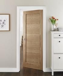 This Westlock Oak internal hardwood door adds interest and works well in both modern and classic interiors.
