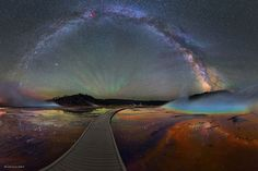 幻想的すぎる天の川の星空の画像。イエローストーン国立公園