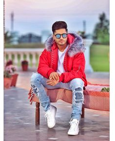 Men's jackets can be a vital component to each and every man's wardrobe. Men require jackets for a variety of functions as well as some varying weather conditions. Men's Jacket Wear. 1950s Jacket Mens, Cargo Jacket Mens, Grey Bomber Jacket, Green Cargo Jacket, Leather Jacket, Jassi Gill Hairstyle, Punjabi Boys, Punjabi Models, Khaki Parka