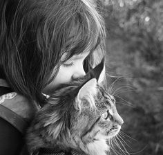 Six-year-old Iris Grace Halmshaw, who has autism, immediately bonded with Thula when her parents brought the affectionate Maine Coon kitten home two years ago. Click through our gallery to see more of their adventures. Gatos Maine Coon, Maine Coon Cats, I Love Cats, Cute Cats, Autistic Artist, Amor Animal, Son Chat, Photo Chat, Cat People