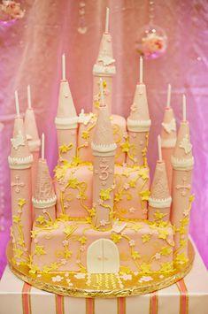 Una espectacular tarta para una fiesta princesas / A spectacular princess party cake