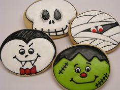 Cute Halloween designs using a round cutter. Halloween Cookies Decorated, Halloween Sugar Cookies, Halloween Desserts, Halloween Cakes, Halloween Treats, Decorated Cookies, Fall Cookies, Iced Cookies, Cute Cookies