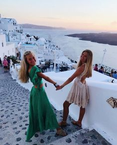 Greece Pictures, Bff Pictures, Travel Pictures, Ibiza, Summer Outfits, Cute Outfits, Best Friend Pictures, Friend Pics, Cute Friends