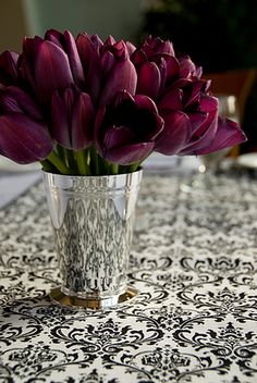 7ea4f83329f48 tulips Marsala, Plum Color, Plum Purple, Purple Tulips, Tulips In Vase,