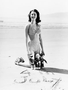 Ava Gardner, 1943 of July on the beach. Beautiful Ava Gardner in a perfect striped cozzie ; Old Hollywood Stars, Hollywood Icons, Golden Age Of Hollywood, Vintage Hollywood, Hollywood Glamour, Classic Hollywood, Hollywood Cinema, Hollywood Style, Ava Gardner