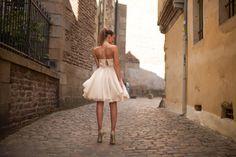 Robe de mariée courte perlée