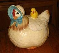 Hen and Baby Chick Cookie Jar-Vintage Prop Rentals Vintage Kitchenware, Vintage Dishes, Vintage China, Retro Vintage, Jar Jar, Antique Cookie Jars, Ideas Prácticas, Chickens And Roosters, Vintage Cookies