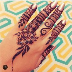 Malaika khan Modern Henna Designs, Indian Henna Designs, Finger Henna Designs, Mehndi Designs 2018, Mehndi Design Pictures, Mehndi Designs For Fingers, Bridal Mehndi Designs, Henna Tattoo Designs, Mehndi Book