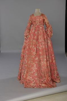 Sack-back gown or Robe à La Française (back) Circa 1750-1755. Figured silk purl, silver lamé and crimping. It had a full pleate cut at the back and front. The term Watteau back  came to be attached to the loose-fitting, pleated-back styles in the 19th c.