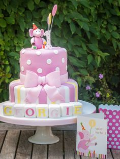 Your very 1st birthday cake! Ideas for your first children's party with family and friends.