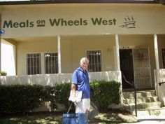 Santa Monica: Volunteering for Meals on Wheels West