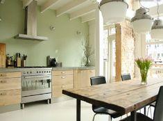 Cuisine peinture vert d'eau et meubles design chêne clair