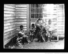 Terre de Feu-Patagonie. 15, Patagons prisonniers à Punta-Arenas (Dét[roit] de Magellan. Chili) / [mission] Rousson et Willems ; [photogr.] Rousson ; [photogr. reprod. par] Molténi [pour la conférence donnée par] Willems