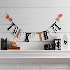 Halloween Trick or Treat Letter Banner Halloween Home Decor, Halloween House, Halloween 2020, Holidays Halloween, Halloween Decorations, Halloween Party, Halloween Items, Diy Halloween Banner, Halloween Buffet