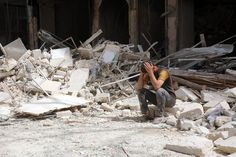 Bombardeos en Alepo dejan decenas de muertos, Damasco aprueba ayuda humanitaria