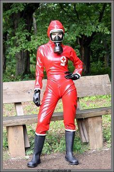 Gas Mask Girl, Mode Latex, Women's Diving, Latex Wear, Hazmat Suit, Latex Babe, Gas Masks, Womens Wetsuit, Respirator Mask