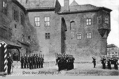 Königsberg, Ablösung der Schlosswache Tytuł (polski) Królewiec, zmiana warty na zamku Data zrobienia zdjęcia 1889 - 1914