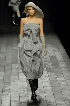 Retrouvez une sélection d'articles Sonia Rykiel en vente dans notre boutique et sur st-troc.com.  Sonia Rykiel Fall 2007 Ready to Wear